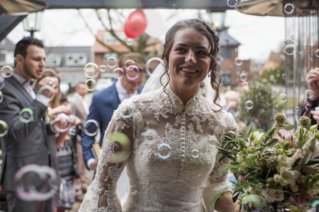 Bruiloft met bellenblaas