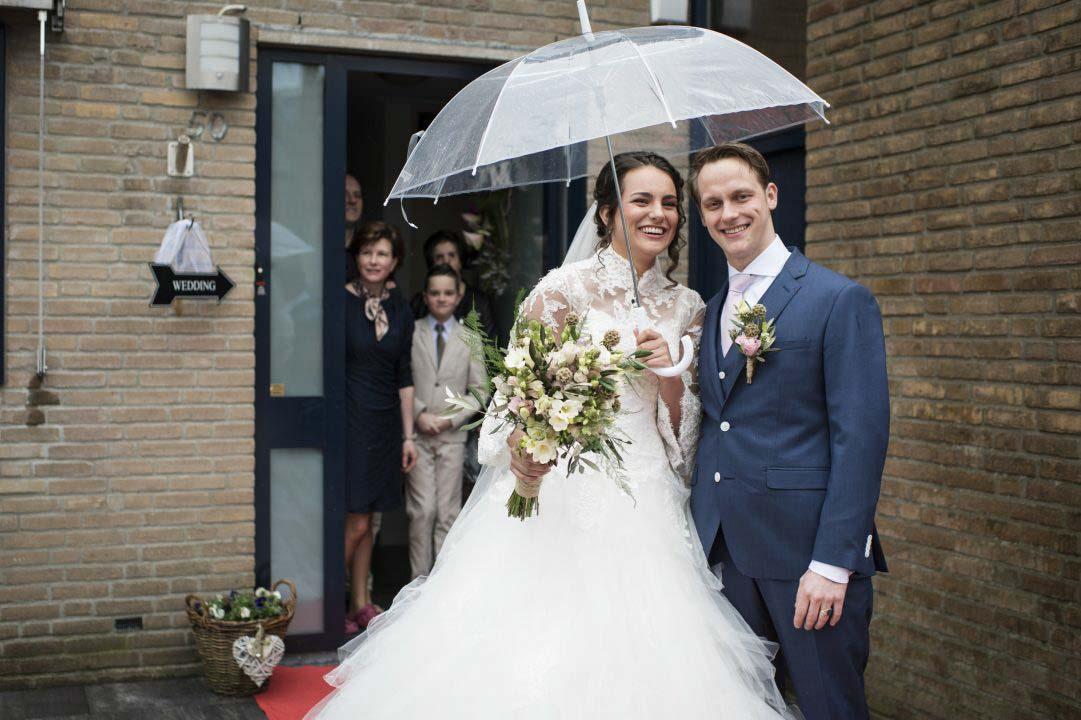 Bruidspaar met regen