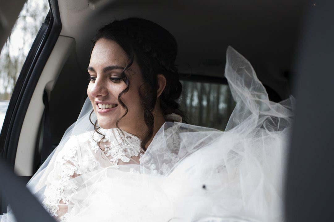Bruid in de auto