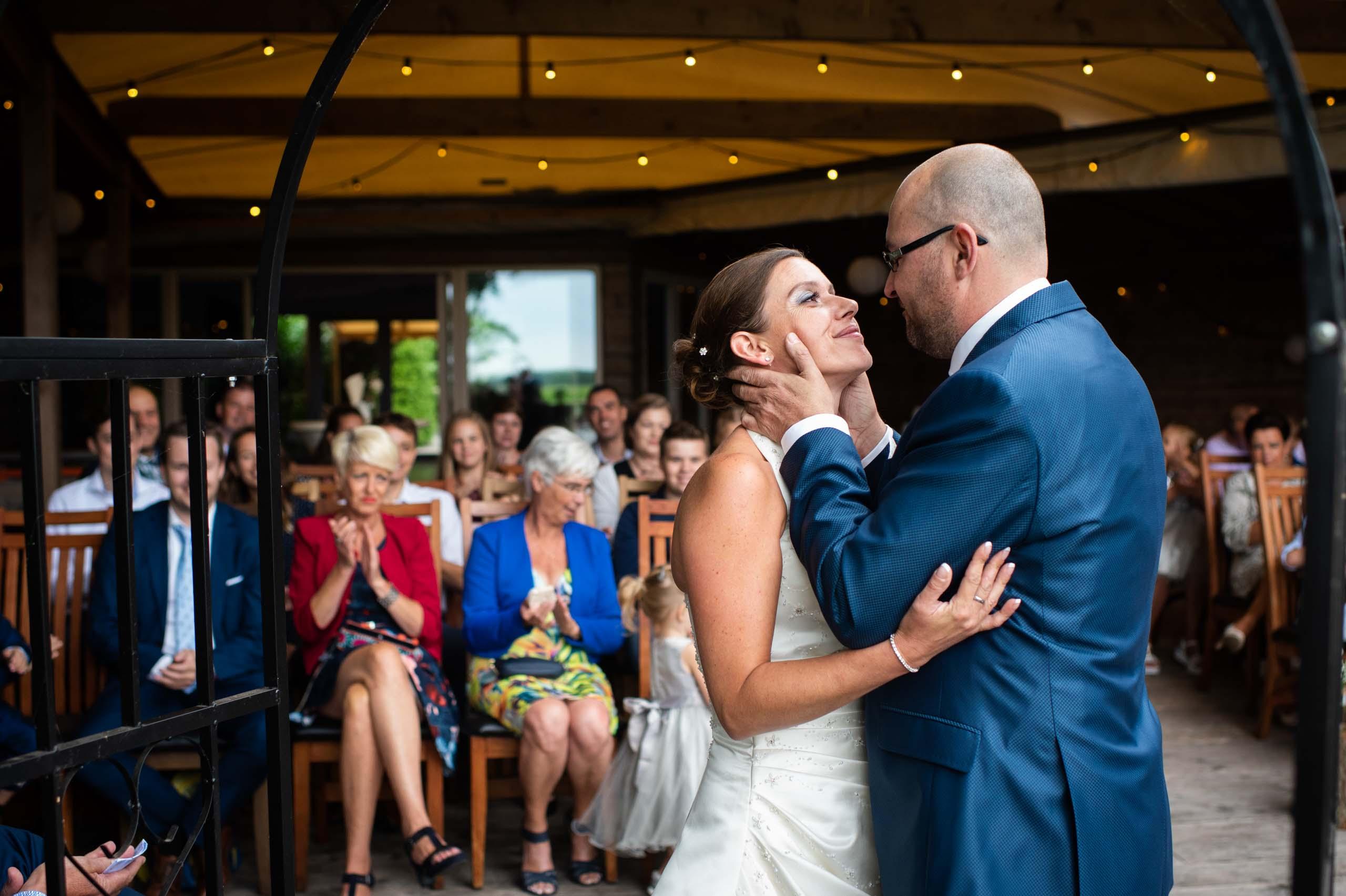 Bruidspaar bij ceremonie